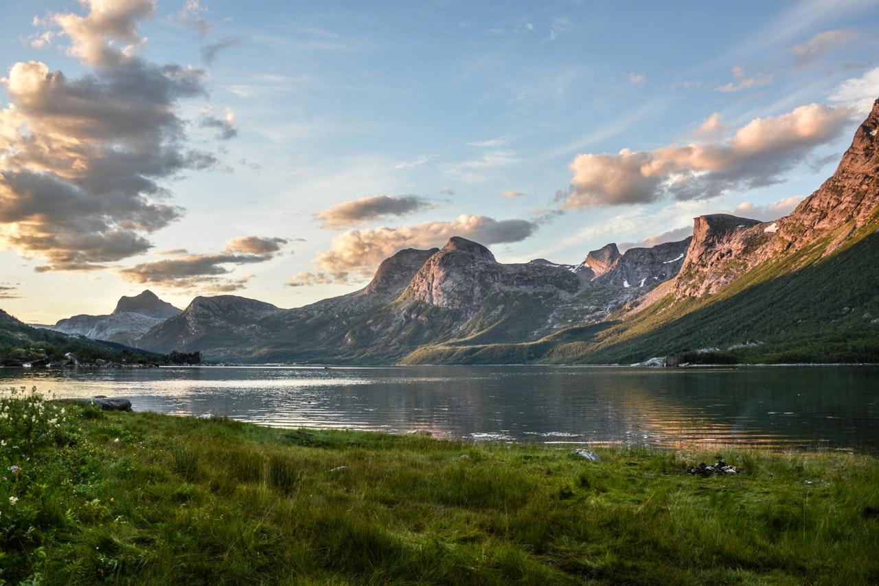 mountain-and-lake-at-sunset-135157